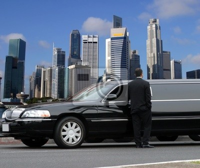 Постер Сингапур Лимузин водитель ждет пассажиров в СингапуреСингапур<br>Постер на холсте или бумаге. Любого нужного вам размера. В раме или без. Подвес в комплекте. Трехслойная надежная упаковка. Доставим в любую точку России. Вам осталось только повесить картину на стену!<br>