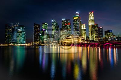 Постер Сингапур Ночная Панорама Marina Bay СингапурСингапур<br>Постер на холсте или бумаге. Любого нужного вам размера. В раме или без. Подвес в комплекте. Трехслойная надежная упаковка. Доставим в любую точку России. Вам осталось только повесить картину на стену!<br>