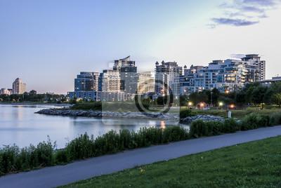 Постер Торонто Condominum здание в etobicoke ТоронтоТоронто<br>Постер на холсте или бумаге. Любого нужного вам размера. В раме или без. Подвес в комплекте. Трехслойная надежная упаковка. Доставим в любую точку России. Вам осталось только повесить картину на стену!<br>