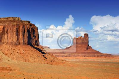 Постер Пейзаж песчаный Долина МонументовПейзаж песчаный<br>Постер на холсте или бумаге. Любого нужного вам размера. В раме или без. Подвес в комплекте. Трехслойная надежная упаковка. Доставим в любую точку России. Вам осталось только повесить картину на стену!<br>
