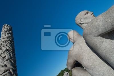 Постер Осло Парк Вигеланд статуи двух человекОсло<br>Постер на холсте или бумаге. Любого нужного вам размера. В раме или без. Подвес в комплекте. Трехслойная надежная упаковка. Доставим в любую точку России. Вам осталось только повесить картину на стену!<br>
