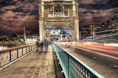 Постер Лондон Тауэрский Мост в ЛондонеЛондон<br>Постер на холсте или бумаге. Любого нужного вам размера. В раме или без. Подвес в комплекте. Трехслойная надежная упаковка. Доставим в любую точку России. Вам осталось только повесить картину на стену!<br>