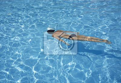 Постер Плавание Женщина плавательный бассейнПлавание<br>Постер на холсте или бумаге. Любого нужного вам размера. В раме или без. Подвес в комплекте. Трехслойная надежная упаковка. Доставим в любую точку России. Вам осталось только повесить картину на стену!<br>