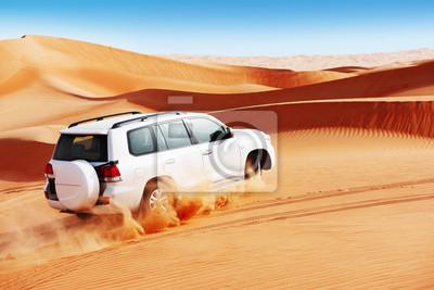 Постер Пейзаж песчаный 4 на 4 дюны трепку является популярным видом спорта в Аравийской пустынеПейзаж песчаный<br>Постер на холсте или бумаге. Любого нужного вам размера. В раме или без. Подвес в комплекте. Трехслойная надежная упаковка. Доставим в любую точку России. Вам осталось только повесить картину на стену!<br>