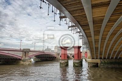 Постер Лондон Структура и Архитектура лондонских Мостов - ВеликобританияЛондон<br>Постер на холсте или бумаге. Любого нужного вам размера. В раме или без. Подвес в комплекте. Трехслойная надежная упаковка. Доставим в любую точку России. Вам осталось только повесить картину на стену!<br>