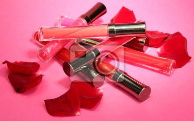 Красивые губы глоссы с лепестками роз, на розовом фоне, 32x20 см, на бумагеСалон красоты<br>Постер на холсте или бумаге. Любого нужного вам размера. В раме или без. Подвес в комплекте. Трехслойная надежная упаковка. Доставим в любую точку России. Вам осталось только повесить картину на стену!<br>