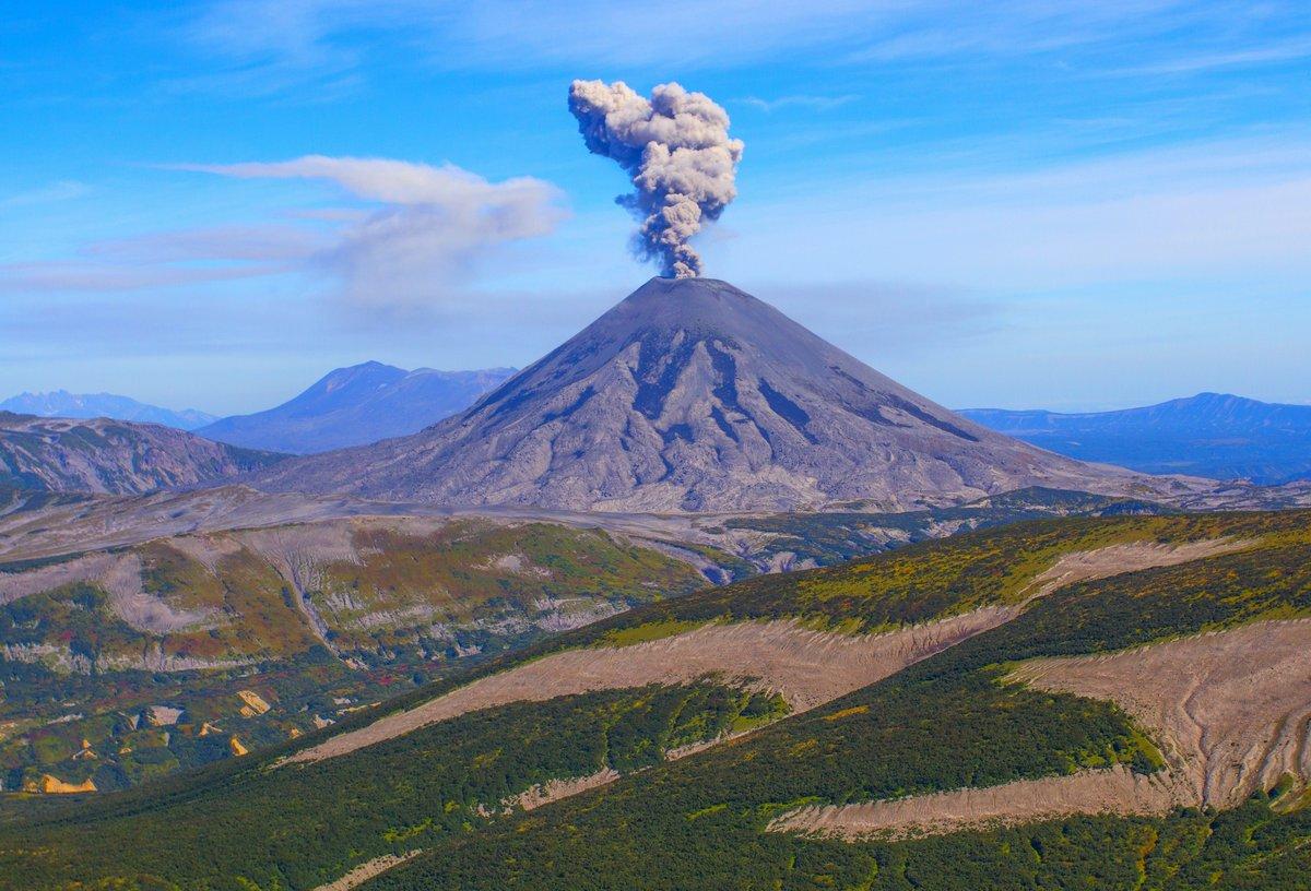 Постер Вулканы Карымский вулкан, извержениеВулканы<br>Постер на холсте или бумаге. Любого нужного вам размера. В раме или без. Подвес в комплекте. Трехслойная надежная упаковка. Доставим в любую точку России. Вам осталось только повесить картину на стену!<br>
