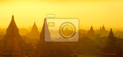 Постер Мьянма (Бирма) Баган панорама восходМьянма (Бирма)<br>Постер на холсте или бумаге. Любого нужного вам размера. В раме или без. Подвес в комплекте. Трехслойная надежная упаковка. Доставим в любую точку России. Вам осталось только повесить картину на стену!<br>