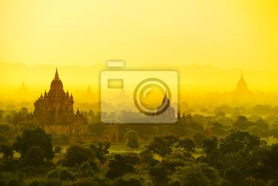 Постер Мьянма (Бирма) Баган в МьянмеМьянма (Бирма)<br>Постер на холсте или бумаге. Любого нужного вам размера. В раме или без. Подвес в комплекте. Трехслойная надежная упаковка. Доставим в любую точку России. Вам осталось только повесить картину на стену!<br>
