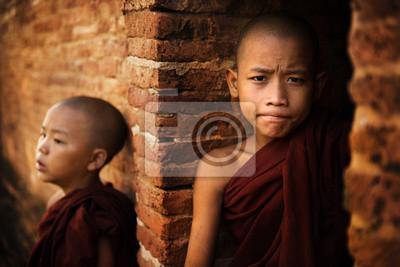 Постер Мьянма (Бирма) Два ПослушникаМьянма (Бирма)<br>Постер на холсте или бумаге. Любого нужного вам размера. В раме или без. Подвес в комплекте. Трехслойная надежная упаковка. Доставим в любую точку России. Вам осталось только повесить картину на стену!<br>