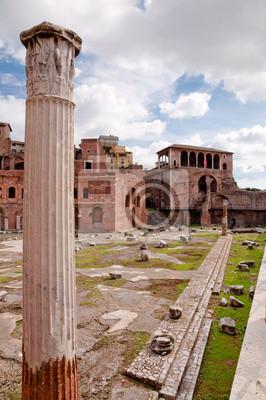 Постер Рим Foro Traiano и римские Колонны в Рим - ИталияРим<br>Постер на холсте или бумаге. Любого нужного вам размера. В раме или без. Подвес в комплекте. Трехслойная надежная упаковка. Доставим в любую точку России. Вам осталось только повесить картину на стену!<br>