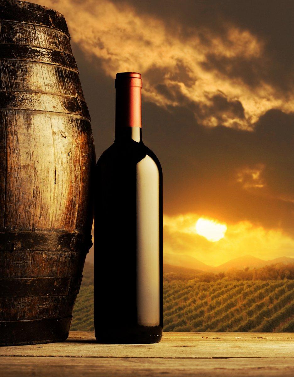Постер Закаты Красный бутылку вина на закатеЗакаты<br>Постер на холсте или бумаге. Любого нужного вам размера. В раме или без. Подвес в комплекте. Трехслойная надежная упаковка. Доставим в любую точку России. Вам осталось только повесить картину на стену!<br>