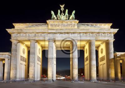 Постер Берлин Бранденбургские Ворота (Brandenburger Tor), ночной снимок, БерлинБерлин<br>Постер на холсте или бумаге. Любого нужного вам размера. В раме или без. Подвес в комплекте. Трехслойная надежная упаковка. Доставим в любую точку России. Вам осталось только повесить картину на стену!<br>