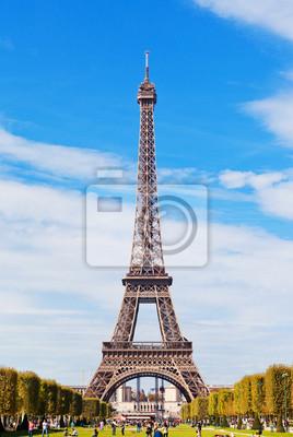 Постер Города и карты Эйфелева Башня на фоне голубого неба и облаков. Париж. Франция, 20x30 см, на бумагеПариж<br>Постер на холсте или бумаге. Любого нужного вам размера. В раме или без. Подвес в комплекте. Трехслойная надежная упаковка. Доставим в любую точку России. Вам осталось только повесить картину на стену!<br>
