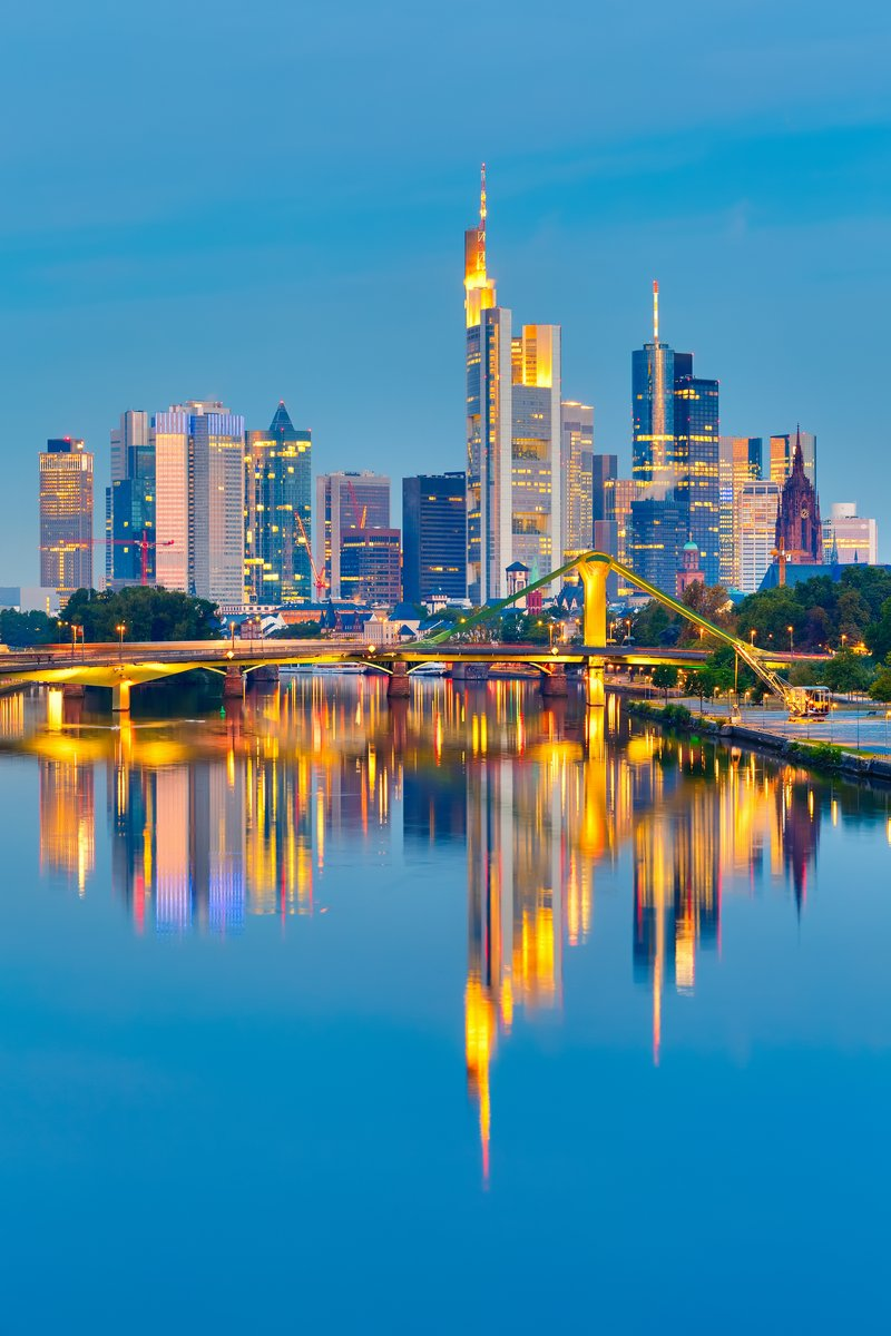 Постер Франкфурт Франкфурт после закатаФранкфурт<br>Постер на холсте или бумаге. Любого нужного вам размера. В раме или без. Подвес в комплекте. Трехслойная надежная упаковка. Доставим в любую точку России. Вам осталось только повесить картину на стену!<br>