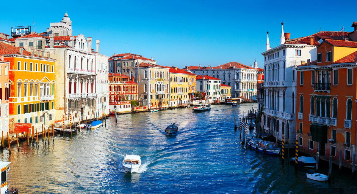 Постер Венеция ИталияВенеция<br>Постер на холсте или бумаге. Любого нужного вам размера. В раме или без. Подвес в комплекте. Трехслойная надежная упаковка. Доставим в любую точку России. Вам осталось только повесить картину на стену!<br>