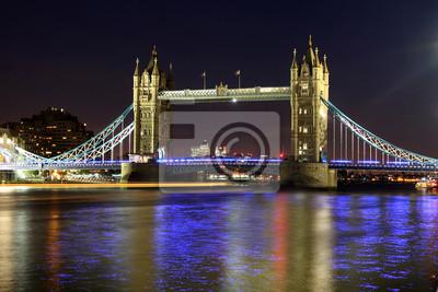 Постер Лондон Тауэрский Мост ночью, Лондон, ВеликобританияЛондон<br>Постер на холсте или бумаге. Любого нужного вам размера. В раме или без. Подвес в комплекте. Трехслойная надежная упаковка. Доставим в любую точку России. Вам осталось только повесить картину на стену!<br>