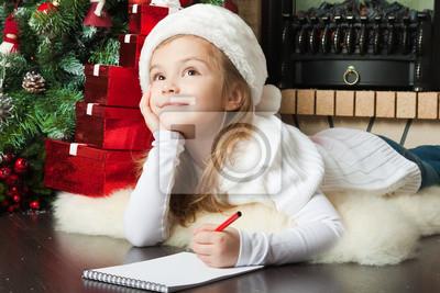 Постер Праздники Красивая девушка в Санта шляпу пишет письмо деду Морозу, 30x20 см, на бумаге12.31 Новый Год<br>Постер на холсте или бумаге. Любого нужного вам размера. В раме или без. Подвес в комплекте. Трехслойная надежная упаковка. Доставим в любую точку России. Вам осталось только повесить картину на стену!<br>