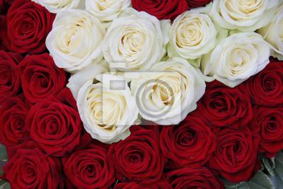 Постер Розы Белые и красные розы Валентина цветочная композицияРозы<br>Постер на холсте или бумаге. Любого нужного вам размера. В раме или без. Подвес в комплекте. Трехслойная надежная упаковка. Доставим в любую точку России. Вам осталось только повесить картину на стену!<br>