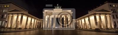Постер Берлин Бранденбургские Ворота в БерлинеБерлин<br>Постер на холсте или бумаге. Любого нужного вам размера. В раме или без. Подвес в комплекте. Трехслойная надежная упаковка. Доставим в любую точку России. Вам осталось только повесить картину на стену!<br>