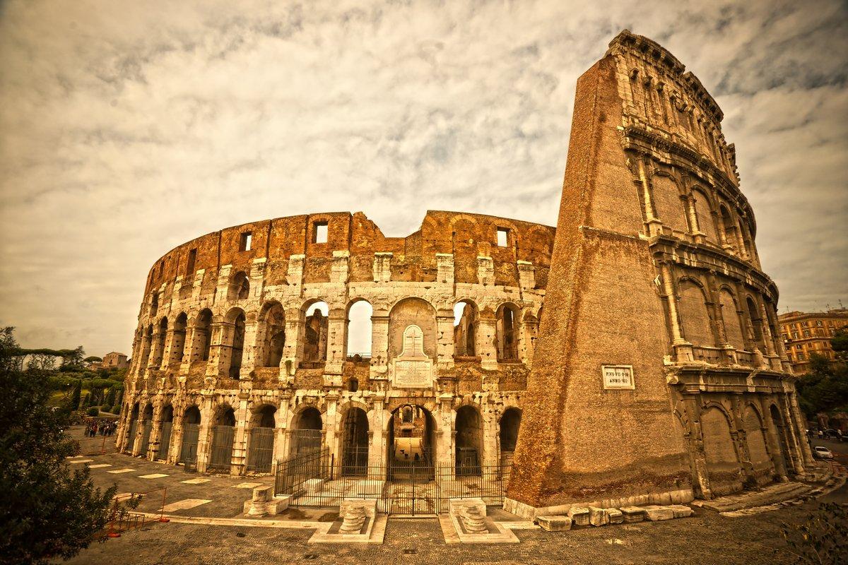 Постер Рим Величественный Колизей, Рим, Италия.Рим<br>Постер на холсте или бумаге. Любого нужного вам размера. В раме или без. Подвес в комплекте. Трехслойная надежная упаковка. Доставим в любую точку России. Вам осталось только повесить картину на стену!<br>