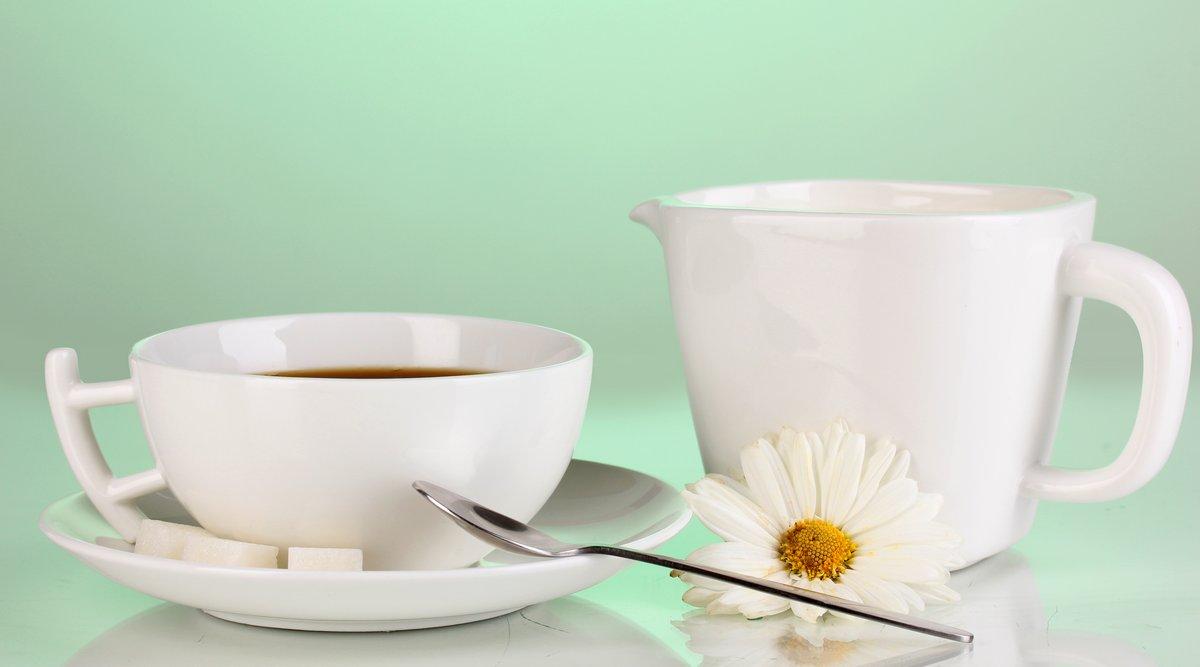 Постер Ромашки Чашку крепкого кофе и сладкий крем на зеленом фонеРомашки<br>Постер на холсте или бумаге. Любого нужного вам размера. В раме или без. Подвес в комплекте. Трехслойная надежная упаковка. Доставим в любую точку России. Вам осталось только повесить картину на стену!<br>