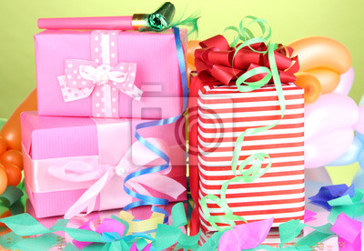 Постер 12.31 Новый Год Красочные подарочные коробки на зеленом фоне12.31 Новый Год<br>Постер на холсте или бумаге. Любого нужного вам размера. В раме или без. Подвес в комплекте. Трехслойная надежная упаковка. Доставим в любую точку России. Вам осталось только повесить картину на стену!<br>