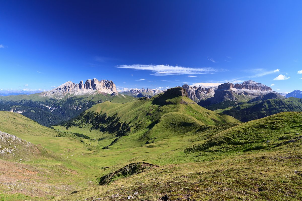 Постер Пейзаж горный Dolomiti - высокие Долины ФассаПейзаж горный<br>Постер на холсте или бумаге. Любого нужного вам размера. В раме или без. Подвес в комплекте. Трехслойная надежная упаковка. Доставим в любую точку России. Вам осталось только повесить картину на стену!<br>