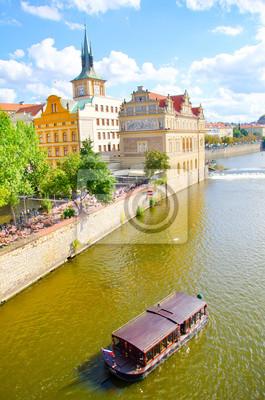 Постер Прага Прага, Ола, река в ПрагеПрага<br>Постер на холсте или бумаге. Любого нужного вам размера. В раме или без. Подвес в комплекте. Трехслойная надежная упаковка. Доставим в любую точку России. Вам осталось только повесить картину на стену!<br>