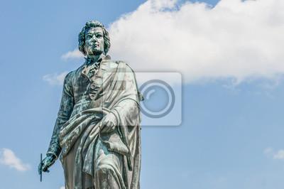 Постер Зальцбург Моцарт статую на Площади Моцарта (Mozartplatz) в Зальцбург, AustriЗальцбург<br>Постер на холсте или бумаге. Любого нужного вам размера. В раме или без. Подвес в комплекте. Трехслойная надежная упаковка. Доставим в любую точку России. Вам осталось только повесить картину на стену!<br>