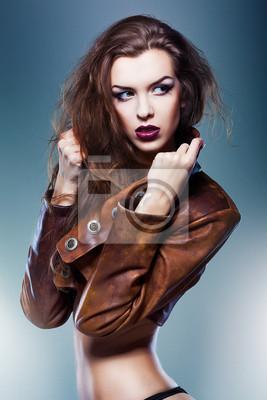 Довольно привлекательные эротические женщина в коричневой куртке, 20x30 см, на бумагеФотоэротика<br>Постер на холсте или бумаге. Любого нужного вам размера. В раме или без. Подвес в комплекте. Трехслойная надежная упаковка. Доставим в любую точку России. Вам осталось только повесить картину на стену!<br>