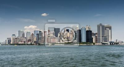 Постер Нью-Йорк Манхэттен в Нью-Йорк, СШАНью-Йорк<br>Постер на холсте или бумаге. Любого нужного вам размера. В раме или без. Подвес в комплекте. Трехслойная надежная упаковка. Доставим в любую точку России. Вам осталось только повесить картину на стену!<br>