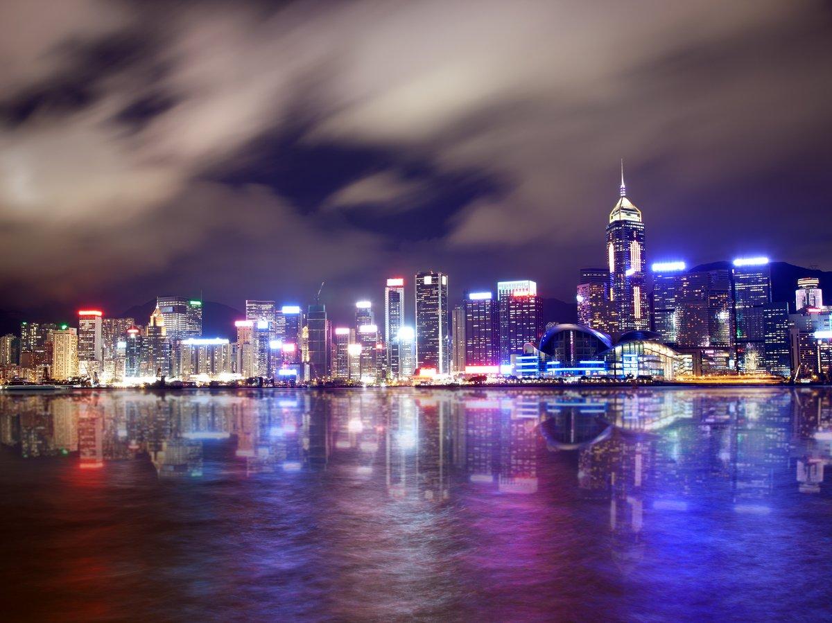 Постер Гонконг Beautifuly горит небоскребов в ГонконгеГонконг<br>Постер на холсте или бумаге. Любого нужного вам размера. В раме или без. Подвес в комплекте. Трехслойная надежная упаковка. Доставим в любую точку России. Вам осталось только повесить картину на стену!<br>