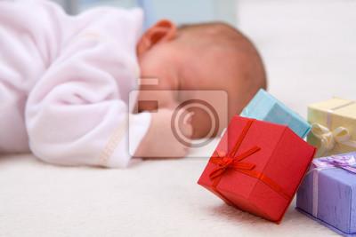 Ребенок Спал У Подарочные Коробки, 30x20 см, на бумагеДети<br>Постер на холсте или бумаге. Любого нужного вам размера. В раме или без. Подвес в комплекте. Трехслойная надежная упаковка. Доставим в любую точку России. Вам осталось только повесить картину на стену!<br>