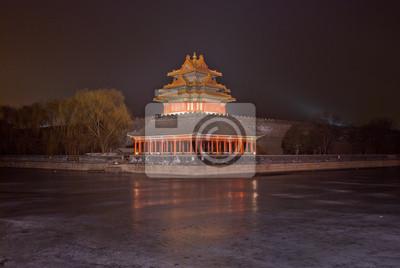 Постер Пекин Башни дворца музей ночью в Пекине,КитайПекин<br>Постер на холсте или бумаге. Любого нужного вам размера. В раме или без. Подвес в комплекте. Трехслойная надежная упаковка. Доставим в любую точку России. Вам осталось только повесить картину на стену!<br>