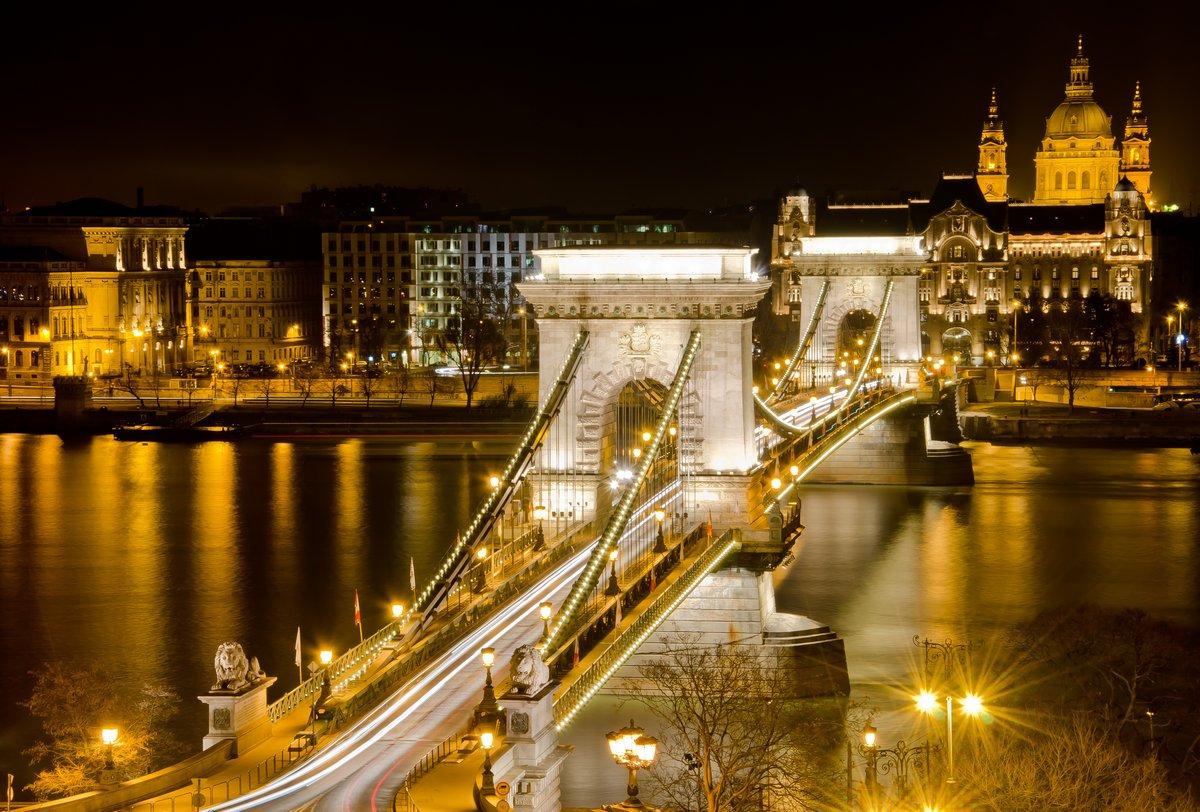Постер Будапешт Будапешт смотровая в ночь с Цепной МостБудапешт<br>Постер на холсте или бумаге. Любого нужного вам размера. В раме или без. Подвес в комплекте. Трехслойная надежная упаковка. Доставим в любую точку России. Вам осталось только повесить картину на стену!<br>