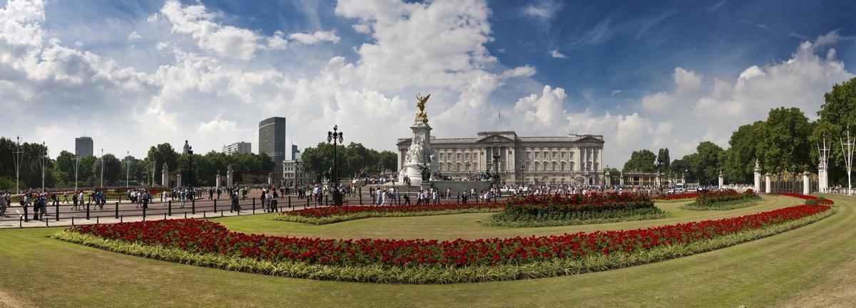 Постер Лондон Лондон, Букингемский Дворец - ПанорамаЛондон<br>Постер на холсте или бумаге. Любого нужного вам размера. В раме или без. Подвес в комплекте. Трехслойная надежная упаковка. Доставим в любую точку России. Вам осталось только повесить картину на стену!<br>