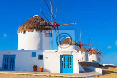 Постер Греция Закрыть на первые ветряные мельницы в Mykonos island cyclades GГреция<br>Постер на холсте или бумаге. Любого нужного вам размера. В раме или без. Подвес в комплекте. Трехслойная надежная упаковка. Доставим в любую точку России. Вам осталось только повесить картину на стену!<br>