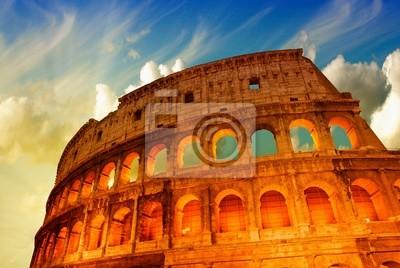 Постер Города и карты Красивый драматический небо над Колизей в Риме, 30x20 см, на бумагеРим<br>Постер на холсте или бумаге. Любого нужного вам размера. В раме или без. Подвес в комплекте. Трехслойная надежная упаковка. Доставим в любую точку России. Вам осталось только повесить картину на стену!<br>