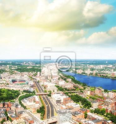 Постер Бостон Бостон вид с воздуха с облачное небо, МассачусетсБостон<br>Постер на холсте или бумаге. Любого нужного вам размера. В раме или без. Подвес в комплекте. Трехслойная надежная упаковка. Доставим в любую точку России. Вам осталось только повесить картину на стену!<br>