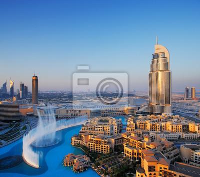 Постер ОАЭ Downtown Dubai с его знаменитый танцующий фонтан водыОАЭ<br>Постер на холсте или бумаге. Любого нужного вам размера. В раме или без. Подвес в комплекте. Трехслойная надежная упаковка. Доставим в любую точку России. Вам осталось только повесить картину на стену!<br>