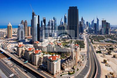 Постер Дубай В финансовый центр Дубая сочетается с интересной архитектуройДубай<br>Постер на холсте или бумаге. Любого нужного вам размера. В раме или без. Подвес в комплекте. Трехслойная надежная упаковка. Доставим в любую точку России. Вам осталось только повесить картину на стену!<br>