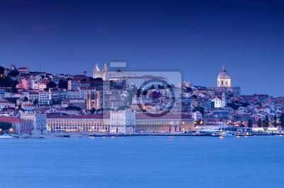 Постер Лиссабон ЛиссабонЛиссабон<br>Постер на холсте или бумаге. Любого нужного вам размера. В раме или без. Подвес в комплекте. Трехслойная надежная упаковка. Доставим в любую точку России. Вам осталось только повесить картину на стену!<br>