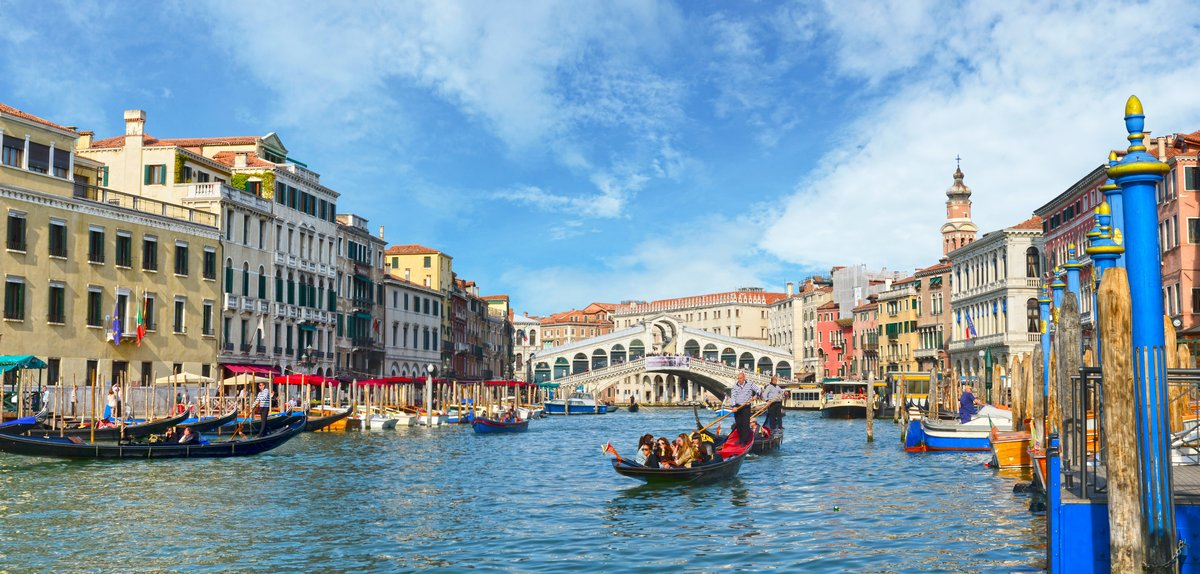 Постер Венеция Венеция, Вид с Моста Риальто. Италия.Венеция<br>Постер на холсте или бумаге. Любого нужного вам размера. В раме или без. Подвес в комплекте. Трехслойная надежная упаковка. Доставим в любую точку России. Вам осталось только повесить картину на стену!<br>