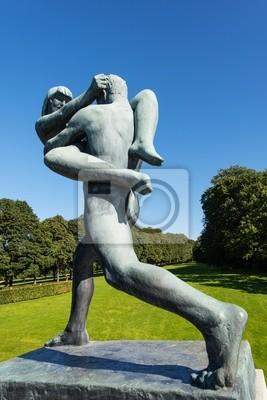 Постер Осло Вигеланда статуя женщины и мужчины, ходьбаОсло<br>Постер на холсте или бумаге. Любого нужного вам размера. В раме или без. Подвес в комплекте. Трехслойная надежная упаковка. Доставим в любую точку России. Вам осталось только повесить картину на стену!<br>