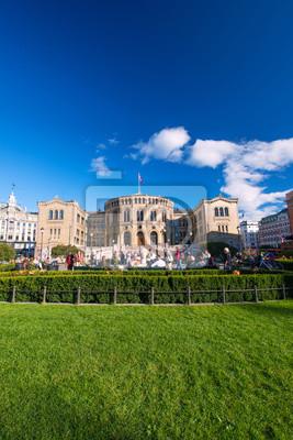 Постер Осло Стортинг или парламента в Осло, НорвегияОсло<br>Постер на холсте или бумаге. Любого нужного вам размера. В раме или без. Подвес в комплекте. Трехслойная надежная упаковка. Доставим в любую точку России. Вам осталось только повесить картину на стену!<br>