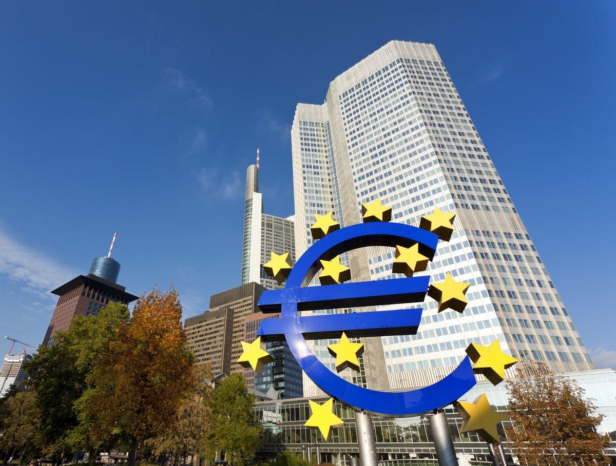 Постер Франкфурт Европейский центральный Банк во ФранкфуртеФранкфурт<br>Постер на холсте или бумаге. Любого нужного вам размера. В раме или без. Подвес в комплекте. Трехслойная надежная упаковка. Доставим в любую точку России. Вам осталось только повесить картину на стену!<br>