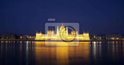 Постер Будапешт Венгерский парламент в ночиБудапешт<br>Постер на холсте или бумаге. Любого нужного вам размера. В раме или без. Подвес в комплекте. Трехслойная надежная упаковка. Доставим в любую точку России. Вам осталось только повесить картину на стену!<br>