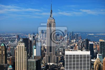 Постер Нью-Йорк Эмпайр-Стейт-Билдинг и Манхэттене, Нью-Йорк, СШАНью-Йорк<br>Постер на холсте или бумаге. Любого нужного вам размера. В раме или без. Подвес в комплекте. Трехслойная надежная упаковка. Доставим в любую точку России. Вам осталось только повесить картину на стену!<br>