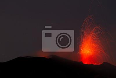 Постер Вулканы Эффектные извержения вулканаВулканы<br>Постер на холсте или бумаге. Любого нужного вам размера. В раме или без. Подвес в комплекте. Трехслойная надежная упаковка. Доставим в любую точку России. Вам осталось только повесить картину на стену!<br>